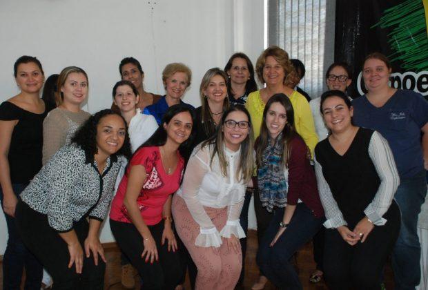 Enfermeiras participam de reunião que apresenta novo projeto de melhoria das UBS's