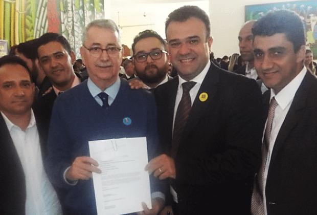 Prefeito Pedro Franco assina convênio para recapeamento asfáltico