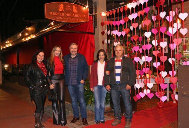 Vencedores da campanha do Dia dos Namorados curtem jantar romântico em Holambra