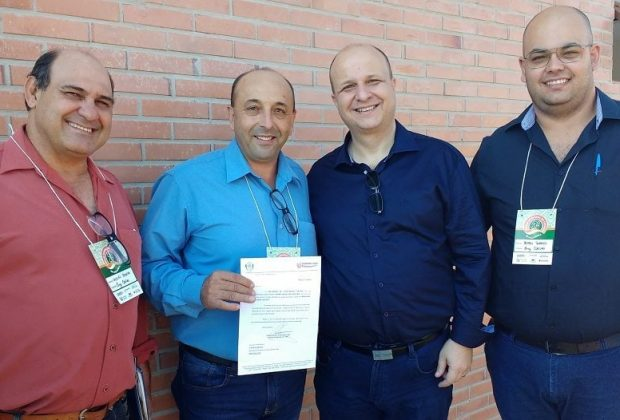 Representantes de Engenheiro Coelho entregam ofícios ao Secretário Benko