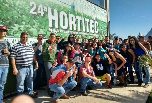 Estudantes de Estiva visitam HORTITEC, em Holambra