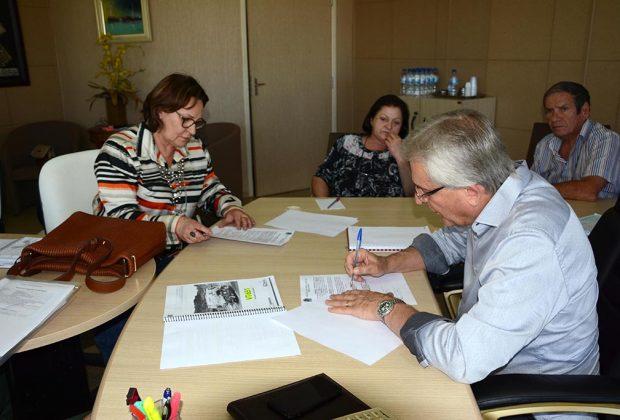 Prefeitura oficializa parceria com a ACIMG