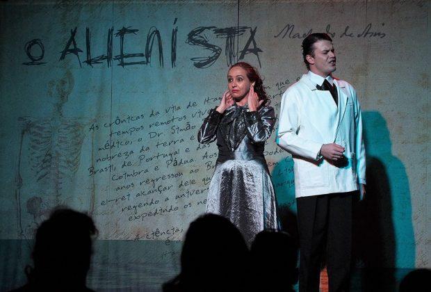 Teatro Municipal de Paulínia recebe o espetáculo teatral O Alienista na quarta-feira, dia 2