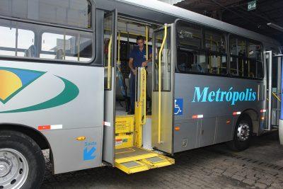 Elevadores de ônibus voltam a funcionar
