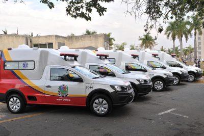 Secretaria de Saúde recebe cinco novas ambulâncias