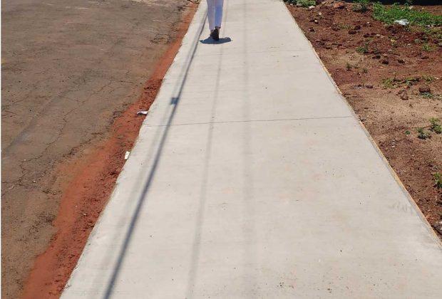 Após notificação, moradores de Engenheiro Coelho iniciam à construção de calçadas