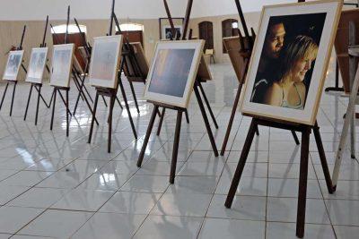 """Mais de mil pessoas já visitaram exposição fotográfica """"África em Nós"""""""