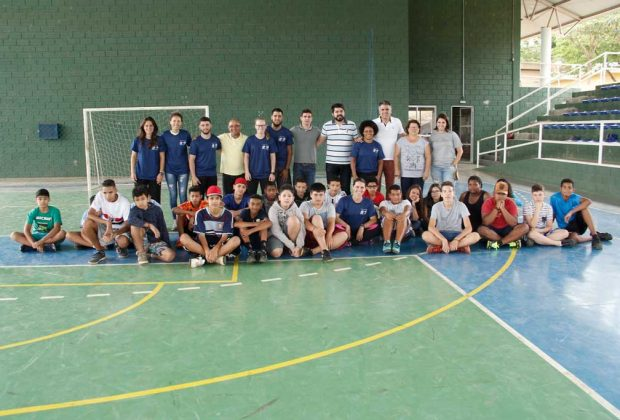 Projeto esportivo reúne 24 garotos dos bairros Tanquinho e Bananal
