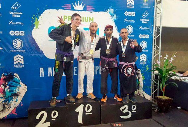 Professor do projeto Lutando pela Paz conquista medalha em Campinas