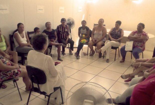 Famílias atendidas pelo PAIF participação de oficina sobre artesanato de natal