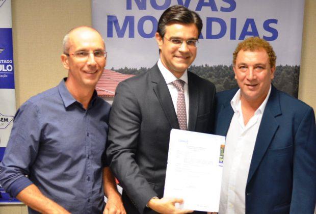Prefeitura de Amparo assinou convênio com o Governo do Estado para a construção de 144 Casas Populares