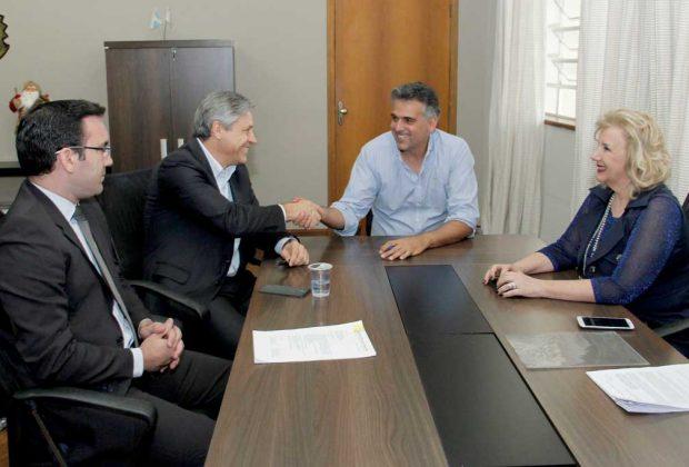 Prefeito assina convênios com a CEF e Jaguariúna terá R$ 2 milhões para pavimentação e cultura
