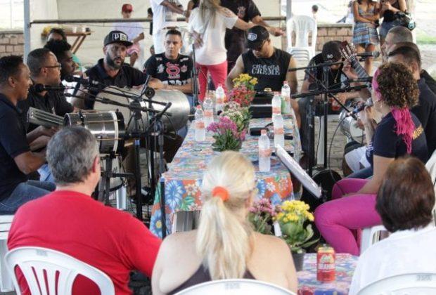 População canta grandes sucessos em mais uma edição do Samba no Parque
