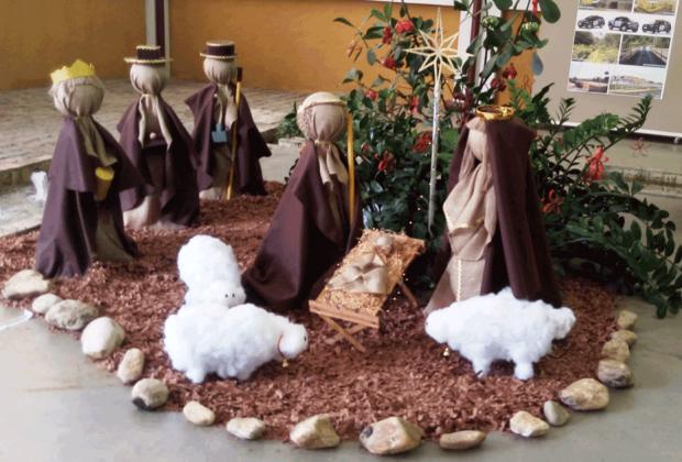 Profissionais e usuários do CAPS AD e CAPS II realizaram a decoração natalina do Paço Municipal de Amparo