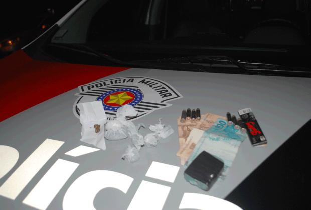 Homem é detido por tráfico de drogas e munição de uso restrito