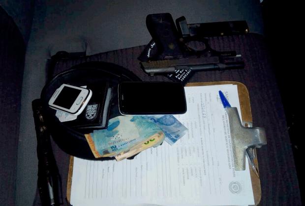 Polícia prende dois suspeitos de assaltar e fazer vítima refém