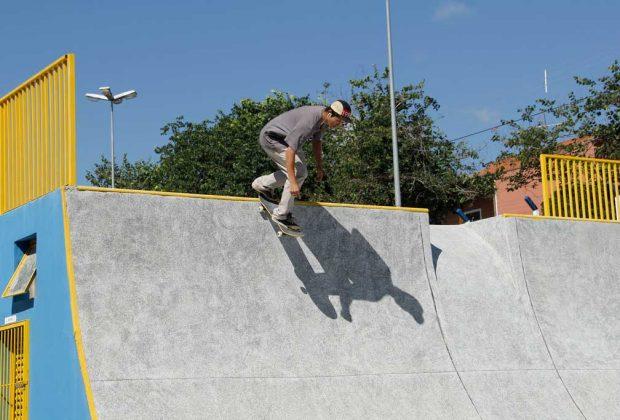 Totalmente reformada, pista de skate no bairro Fontanella é reinaugurada