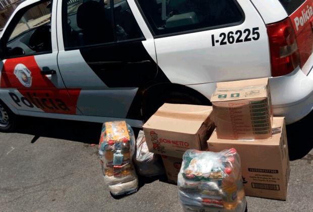 PMs fazem cesta básica para ajudar família na cidade
