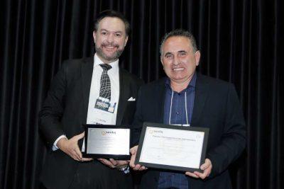 """Dr. Fernando recebe prêmio """"Prefeito Educador"""" em Jaguariúna"""