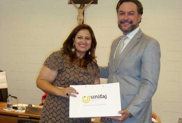 UniFAJ recebe homenagem por participação em feira científico-cultural