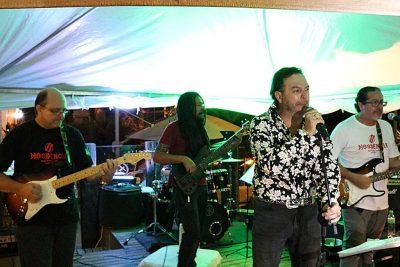 Banda Dissidência faz show com casa cheia no Bier Trunk Pub Bar Holambra