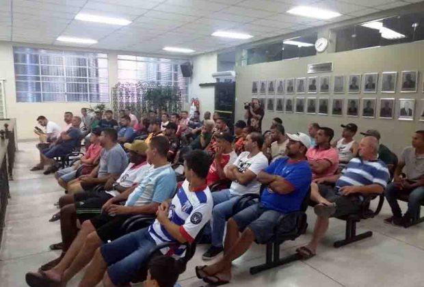 Representantes de equipes retiram ficha de inscrição para a Copa de Futebol Amador Objetivo de Pedreira