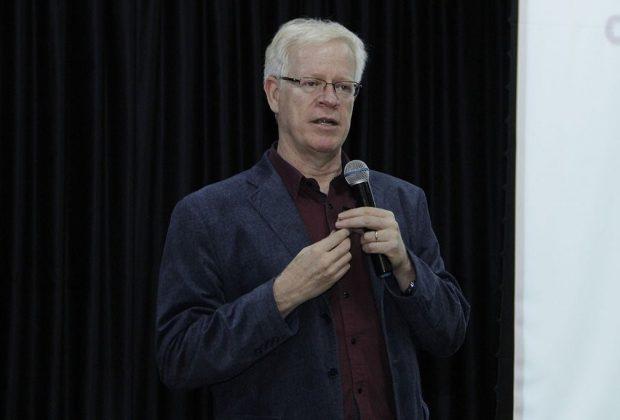 Professores prestigiam palestra de Marcos Meier em capacitação promovida pela Prefeitura