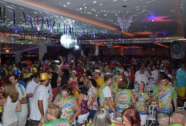 Sábado acontece o baile 'Carnaval Alegria Tropical II' Canoa Buffet com muitas atrações