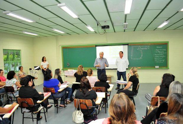 Professores do ensino fundamental participam de curso de capacitação