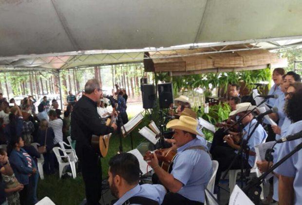 Orquestra de Violeiros de Pedreira animou MissaSertaneja emIndaiatuba