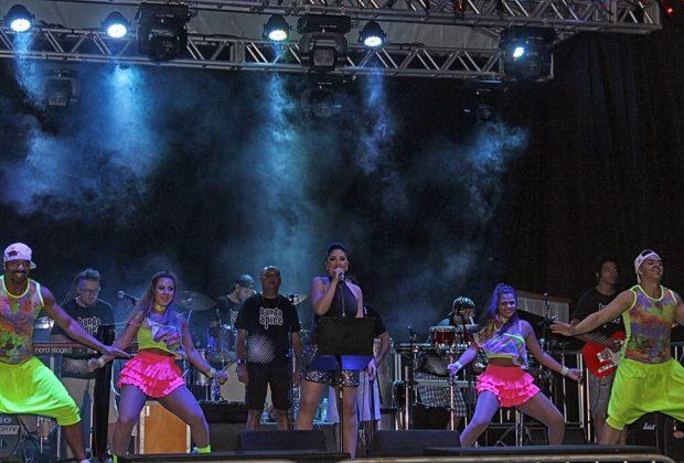 Milhares prestigiaram primeira noite de Carnaflores em Holambra