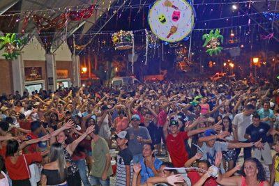 Carnaflores terá quatro noites de folia, matinê e tradicional desfile de rua