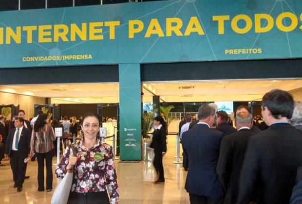 Prefeita de Estiva Gerbi participa do lançamento do programa Internet para Todos e assina convênio que inclui o município