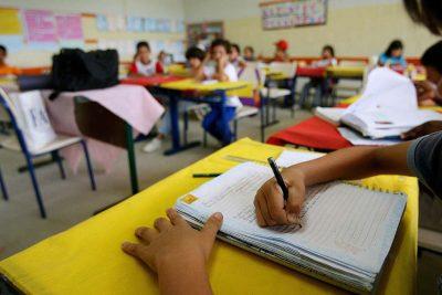"""Alunos da """"Antonio Giovani Lanzi"""" receberão passe escolar para se dirigirem até a FIMI"""