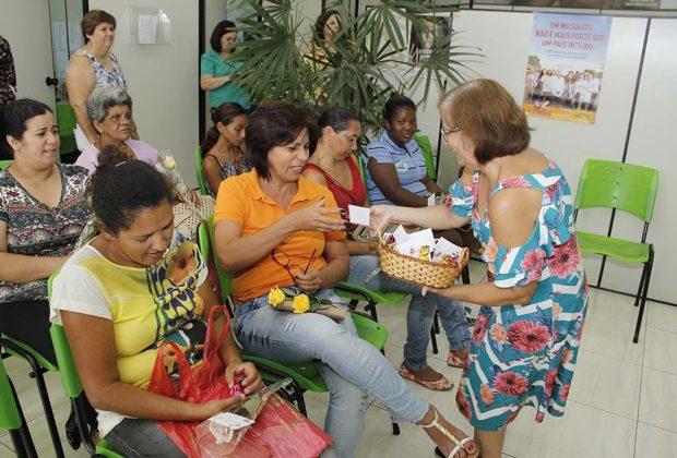 """Usuárias de programas sociais da Prefeitura são homenageadas em comemoração ao """"Dia das Mulheres"""""""