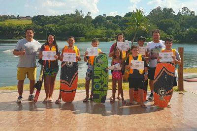 Projeto que ensina prática do wakeboard com aulas gratuitas em Jaguariúna forma nova turma