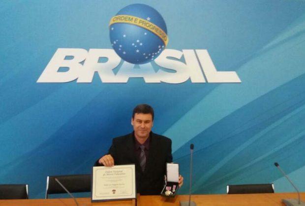 Professor da UniFAJ é condecorado pela Ordem Nacional do Mérito Educativo