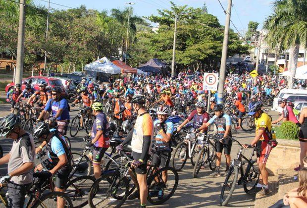 Jaguariúna Mountain Bike Day faz sucesso e arrecada 700 Kg em alimentos