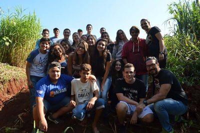 Departamento de Meio Ambiente leva alunos até a nascente da Fazenda Aurora
