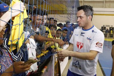 Com bom público, jogo-exibição do Futsal das Estrelas teve clima de festa