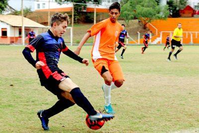 Copa de Futebol de Base mobiliza equipes da região em Holambra