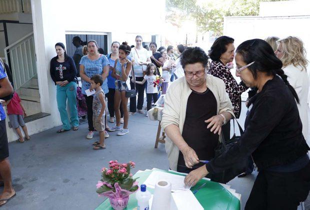 Prefeitura entrega 400 cestas básicas para famílias em situação de vulnerabilidade social