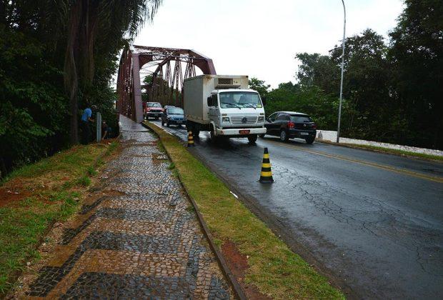 Ponte metálica não tem radar de controle de velocidade