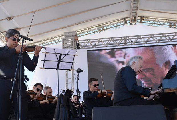 Maestro João Carlos Martins faz concerto para 2 mil pessoas