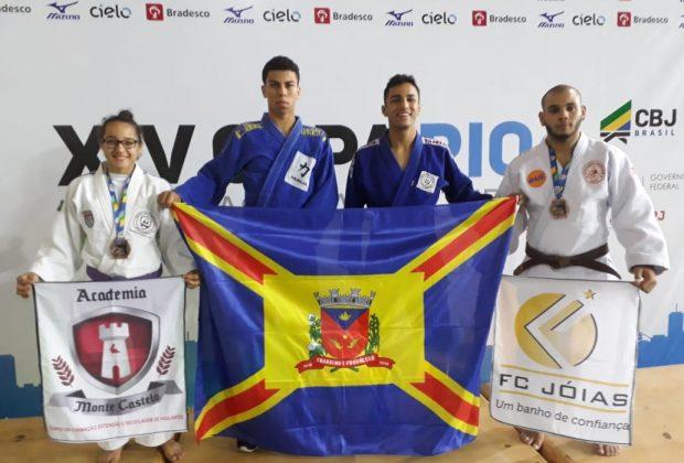 Artur Nogueira recebe medalhas em competição internacional