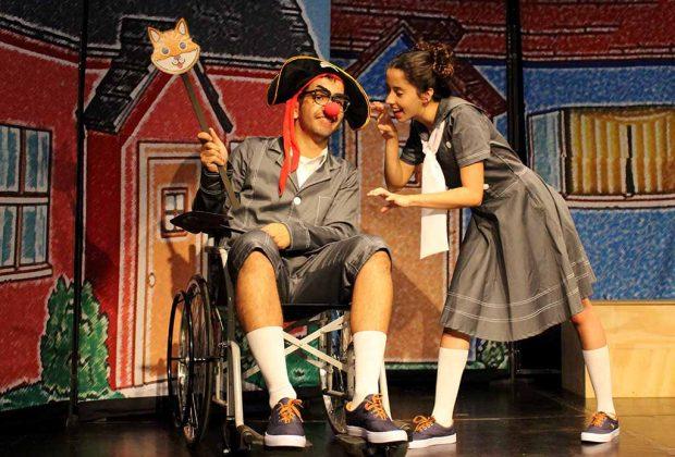 """Companhia de Teatro Parafernália apresenta o espetáculo teatral """"A Mágica Carruagem de Inácio"""""""