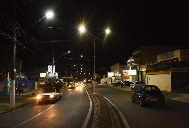 Iluminação da Avenida Mogi Mirim é reforçada com luminárias de LED