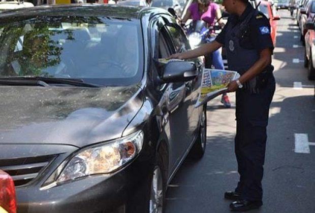 Prefeitura começa a distribuir jornais para conscientização no trânsito