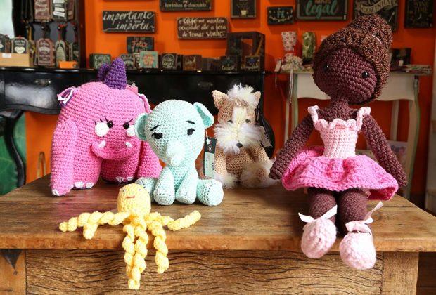 Em Holambra, artesãos criam brinquedos para o Dia das Crianças