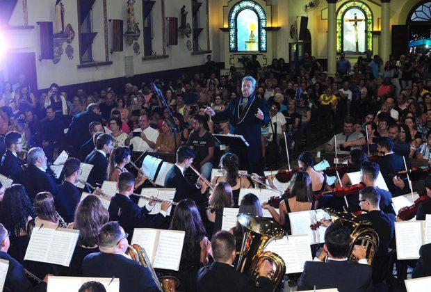 Público lota Igreja Matriz para assistir ao Concerto de Natal